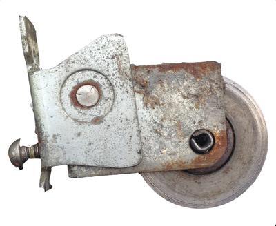 Screen door roller for notched screen door frame